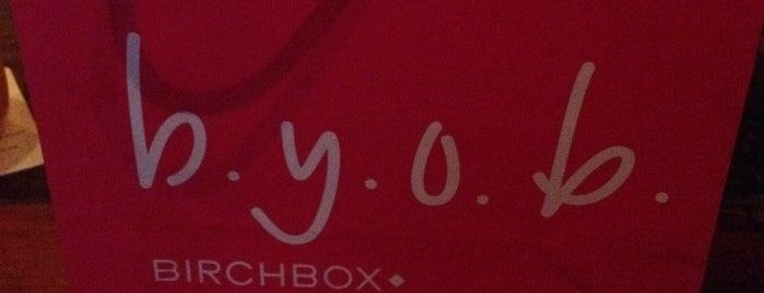 Birchbox is one of สถานที่ที่ Jen ถูกใจ.
