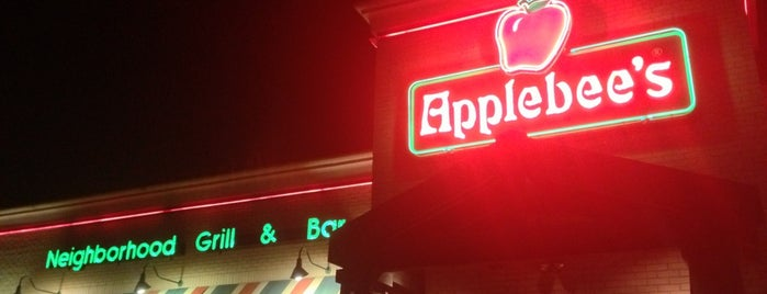 Applebee's Grill + Bar is one of Locais curtidos por Keyanna.