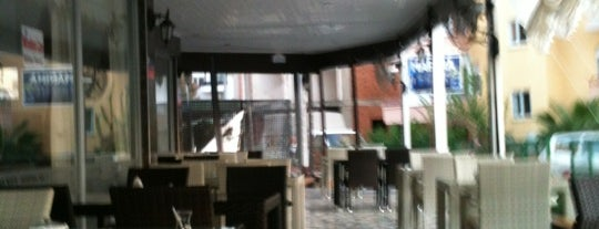 Marina Cafe is one of สถานที่ที่ Umut ถูกใจ.