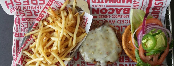 Smashburger is one of Locais curtidos por Diego.