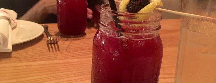 Yardbird Southern Table & Bar is one of Posti che sono piaciuti a Ayin.