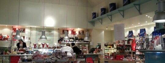 Carluccio's is one of Lieux qui ont plu à Jenny.