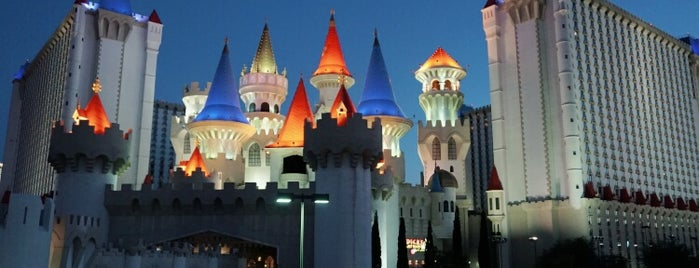 Excalibur Hotel & Casino is one of Hoteles.