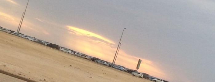 Jeddah North Beach is one of สถานที่ที่ Bandder ถูกใจ.