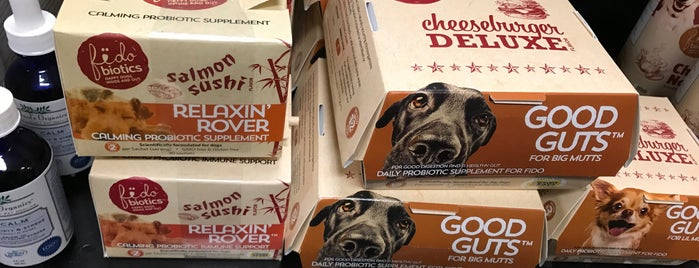 Chuck & Don's Pet Food & Supplies is one of Lieux qui ont plu à Sharifa.