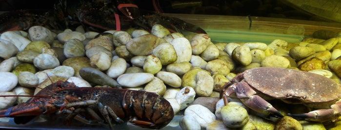 crab's burger is one of Aigerim: сохраненные места.