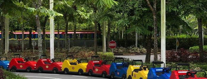 Junior Driving School is one of Locais curtidos por Yatie.