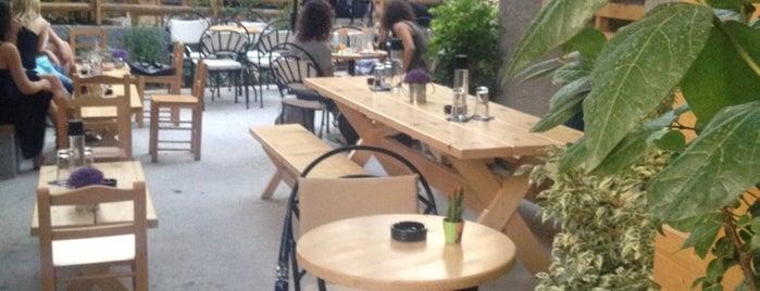 Καφέ ΘΙΑΣΟΣ is one of สถานที่ที่บันทึกไว้ของ 🌠 🌌 Elita.