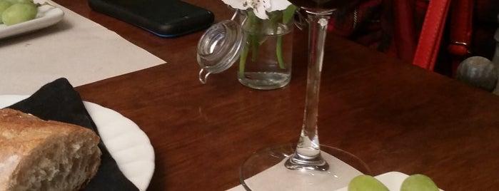 Restaurant La Vie en Rose is one of Locais curtidos por Brizeida.