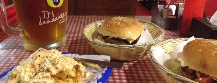 The Burger Barn cafe is one of Lieux qui ont plu à Mangesh.
