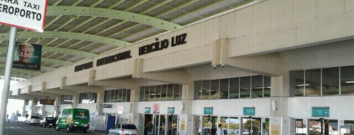 Aeroporto Internacional de Florianópolis / Hercílio Luz (FLN) is one of สถานที่ที่ Roy ถูกใจ.