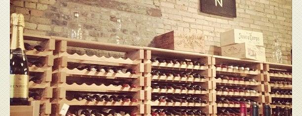 North Loop Wine & Spirits is one of สถานที่ที่ Kristen ถูกใจ.