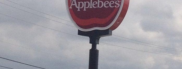 Applebee's Grill + Bar is one of Garath'ın Beğendiği Mekanlar.