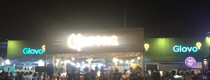 La Curva • Food Truck Court is one of Orte, die Freddy gefallen.