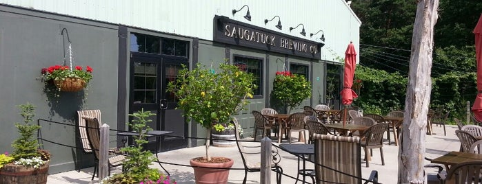 Saugatuck Brewing Company is one of Dustinさんのお気に入りスポット.