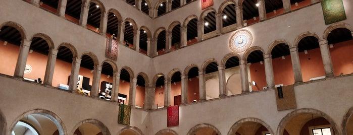 T Fondaco dei Tedeschi by DFS is one of Venezia.