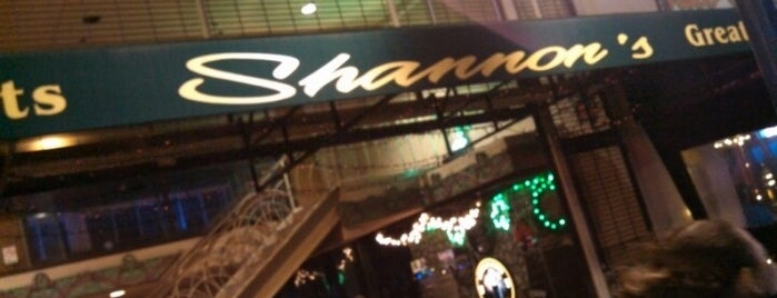 Shannon's on Pine is one of Lugares guardados de Blake.