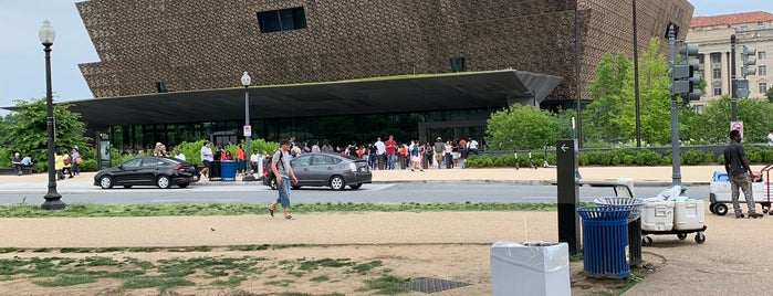 Visitor Center National Museum Of African American History & Culture is one of Pamela 님이 좋아한 장소.