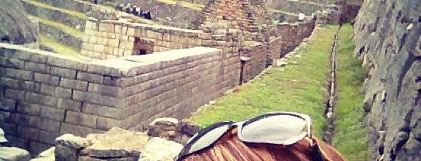 Cementerio y Tumbas is one of Perú.