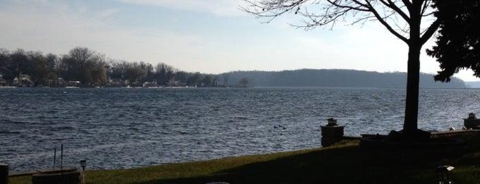 Snow Lake is one of Andrew'in Beğendiği Mekanlar.