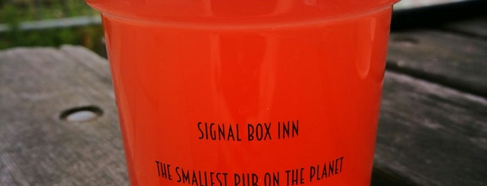 The Signal Box Inn - Smallest Pub on The Planet is one of Carl 님이 좋아한 장소.