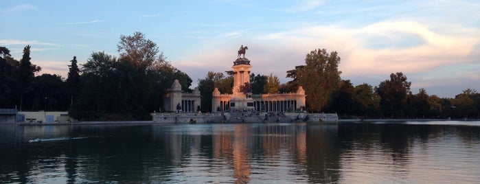 Parque del Retiro is one of Atardecer en Madrid.