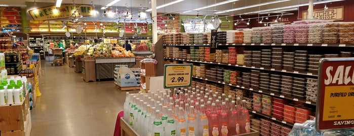 Fresh Thyme Farmers Market is one of Lieux qui ont plu à Kristen.
