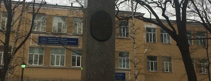 Памятник Медикам института is one of Возврат.