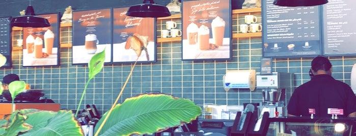 Starbucks is one of Lugares guardados de Queen.
