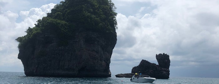 Nui Bay is one of Phi Phi Island.