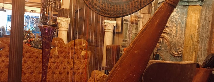 Dodo Antiques & Cafe Çukurcuma is one of Константинополь.