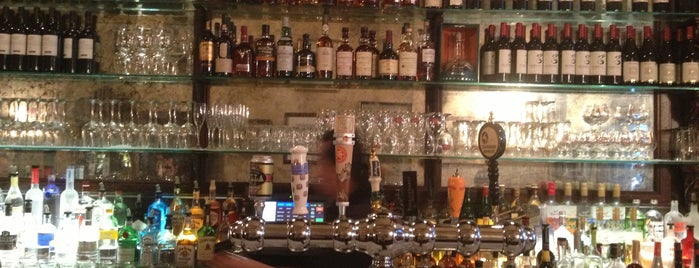 Lillie's Union Square is one of happy hour.