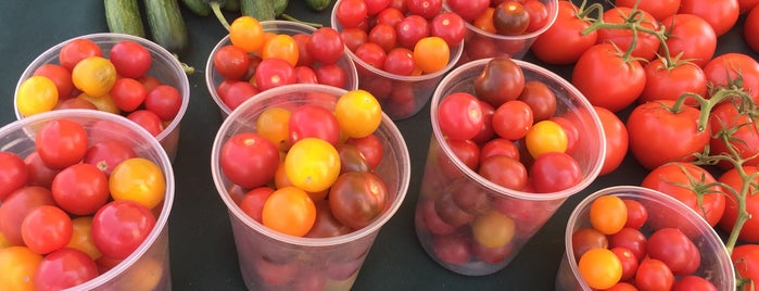 Channel Islands Farmer's Market is one of Lugares favoritos de Jeff.