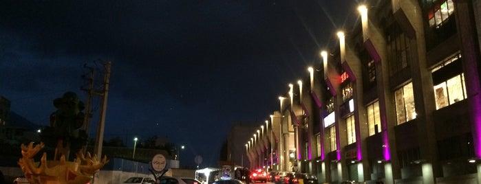 Velenjak Shopping Center | مرکز خرید ولنجک is one of Posti che sono piaciuti a Mamalli.