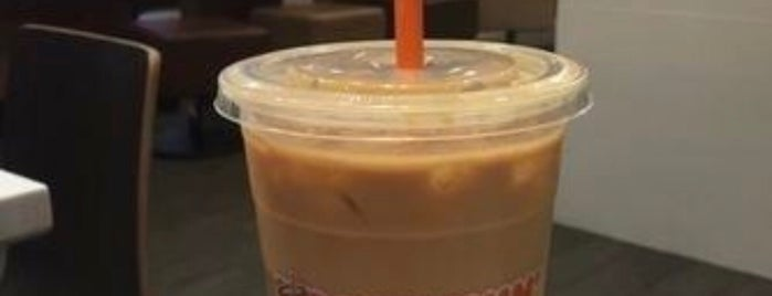 Dunkin' is one of Locais curtidos por Angie.