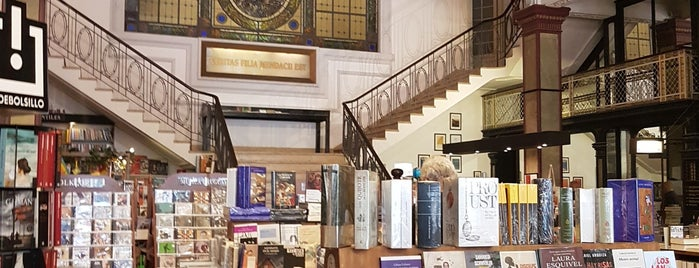 Librería Puro Verso is one of Carolina'nın Beğendiği Mekanlar.