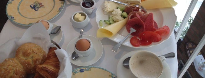 Petit Cafe is one of Maria's List of Europe's Best Food and Drinks.