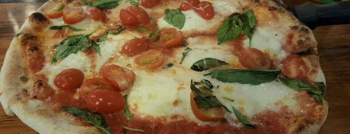Green Pizza is one of Lieux sauvegardés par Catalina.