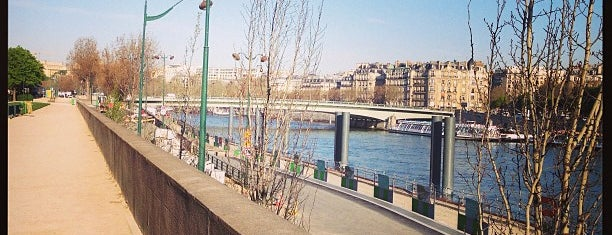 La Seine is one of Bonjour Paris.