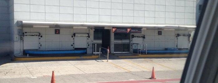 Terminal 2 is one of Lieux qui ont plu à Cristina.