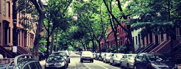Cobble Hill is one of Tempat yang Disukai Jason.