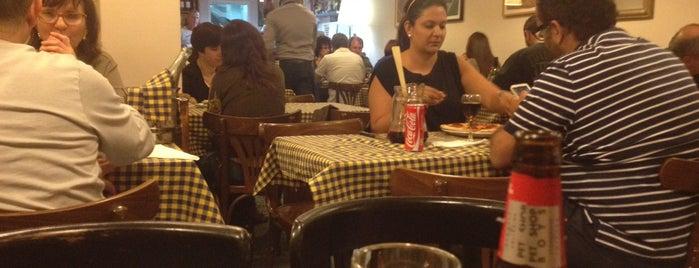 Casa de Pizzas is one of mis sitios.