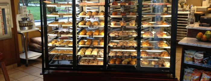 Specialty's Café & Bakery is one of Town Coffices.