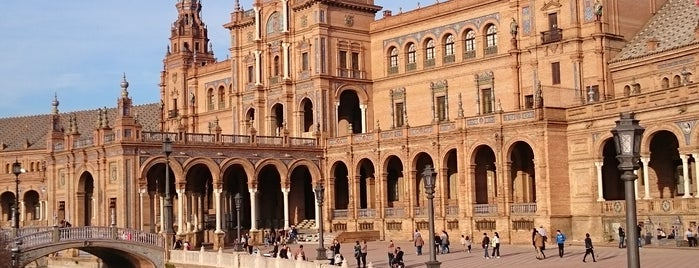Plaza de España is one of Go Ahead, Be A Tourist.