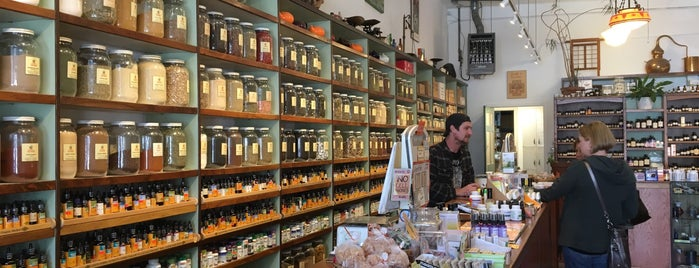 Lhasa Karnak Herb Company is one of cnelsonさんのお気に入りスポット.