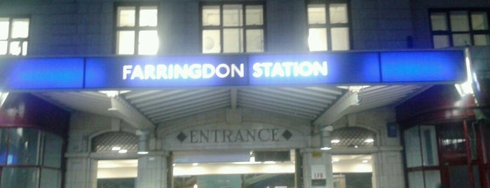 Farringdon Railway Station (ZFD) is one of Locais curtidos por Paul.