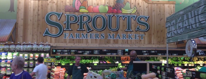 Sprouts Farmers Market is one of สถานที่ที่ Stephanie ถูกใจ.