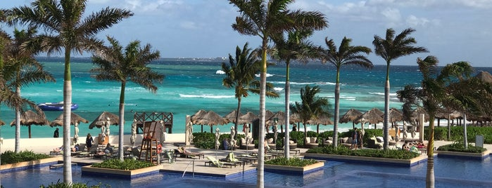 Hyatt Ziva Cancun is one of Locais curtidos por Consta.