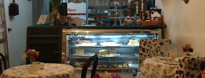 Café Suecia is one of สถานที่ที่บันทึกไว้ของ Moira.