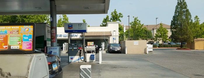 Chevron is one of Tempat yang Disukai Kouros.